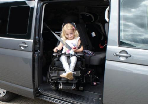 VW Caravelle m turny barnesæde